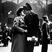 Фотограф Альфред Эйзенштадт - Прощание американского солдата, 1944