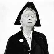 Портрет Марианны Мур (Marianne Moore) - Фотограф Ричард Аведон (Richard Avedon)